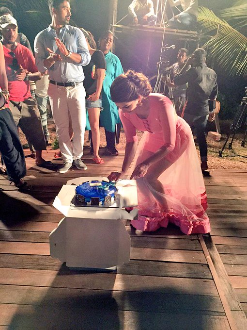 Thank you 4 my amazing birthday cake! @MTVSplitsvilla Vikas,Debbie, @hitendra1480 Sneha,entire crew&