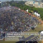 RT felixsiauw: masyaAllah.. :) >> INAMilikAllah: penampakan dari udara, peserta #rRPAJaBar #RapatdanPawaiAkbar http://t.co/zMJTYqaFrC