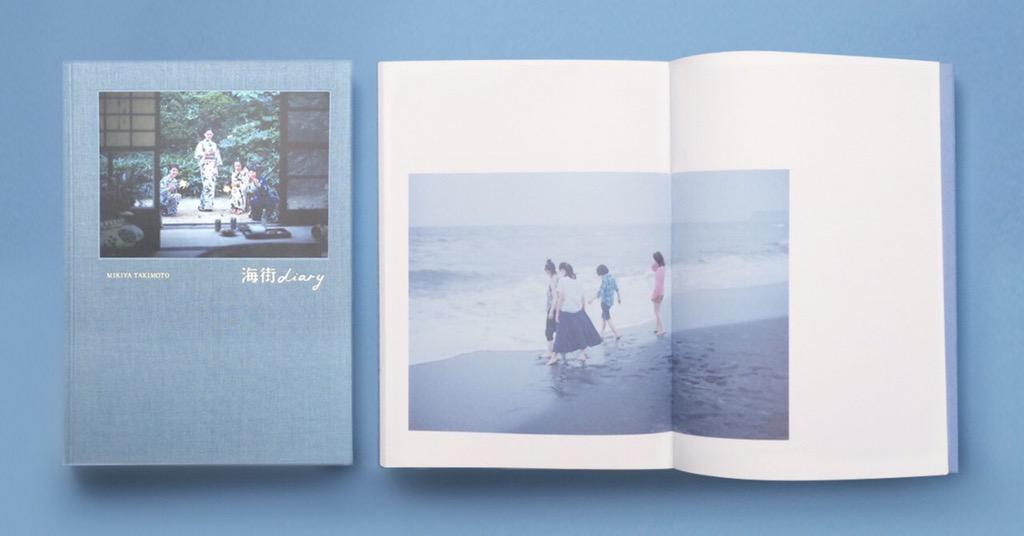 是枝裕和監督 最新作『海街diary』のカメラマン瀧本幹也さんの写真集『海街diary』が完成!綾瀬はるかさん、長澤まさみさん、夏帆さん、広瀬すずさんという素晴らしい四姉妹と鎌倉の空気がたっぷり詰まった写真集です。ぜひご覧ください。 http://t.co/lzoFQ1cgu8