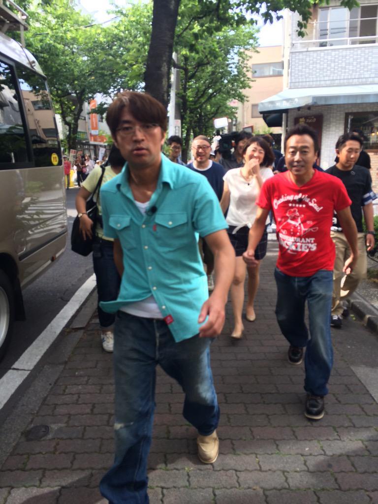 えー 大竹さんが、、  「LINEスタンプはいいんだけどさぁ、 俺の詰め寄りフェイスだけ 使われるたびに、自動的に誰かに嫌われちゃってんじゃないか?」  はい。そのようですね。なかなかのクオリティです。 http://t.co/EKLdA9oL8F