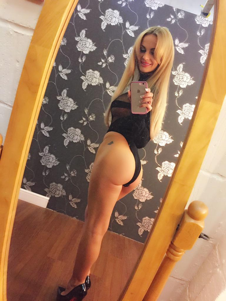Good morning all! Happy #ThongThursday !! #ass #arse #bum #butt #mirrorselfie #bodysuit #fetish #domme