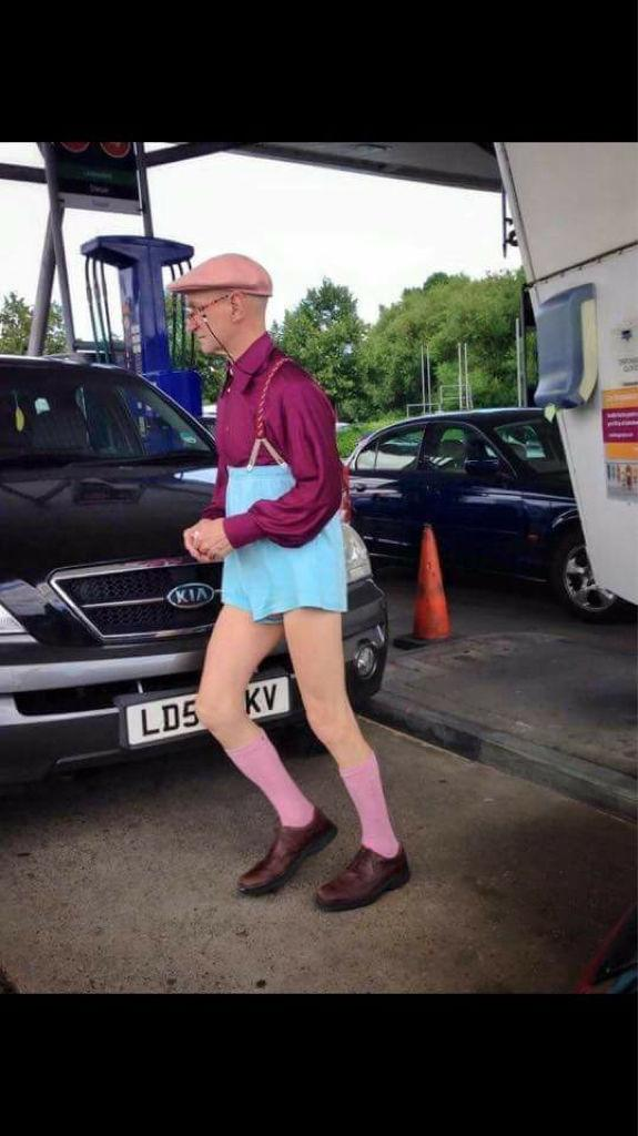 West Ham's new Umbro Home Kit for next season leaked on the net after James Collins is spotted wearing it a garage http://t.co/fYc7sdVk3o