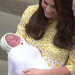 Royal couple leave hospital, with Catherine carrying their baby daughter http://t.co/3N4qhpq2ZU #RoyalBaby http://t.co/D9MW0tJWTE