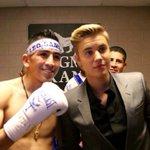 Justin con un boxeador en el mgm grand http://t.co/nrqUvCBkDf