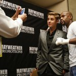 """@SHOsports: #Mayweather & #Bieber in the locker room. #MayPac http://t.co/yDN2nJDUU6"" why bby?"