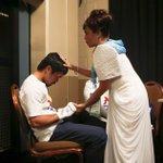 #MayweatherPacquiao   Este es @MannyPacquiao rezando junto a su madre antes de la #PeleaDelSiglo. http://t.co/vYWAfJXg0I