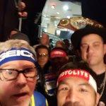  SELFIE  Esta fue la foto que se tomo Pacman antes de la pelea. #PeleaDelSiglo http://t.co/ElI7UXbqKJ