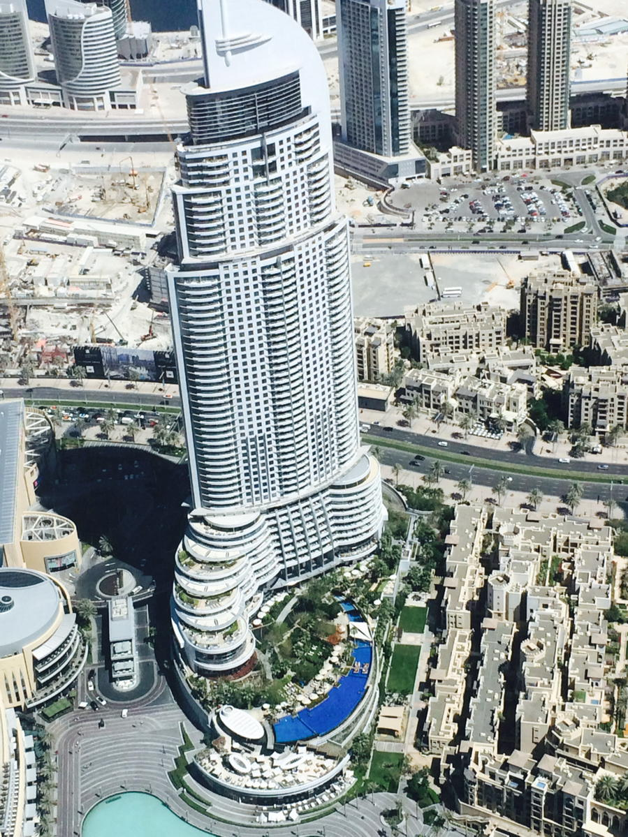 Meer uit je dak met zwembad, en vooral verkoelend in een stad als Dubai - #dakpotentieel/#dakterras http://t.co/UmMOH4MJs8