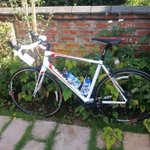 Gant Defy bike stolen last night from Kingsthorpe may2/3 please RT my buddy needs it back #northampton #northantshour http://t.co/w5sQWbEL2u