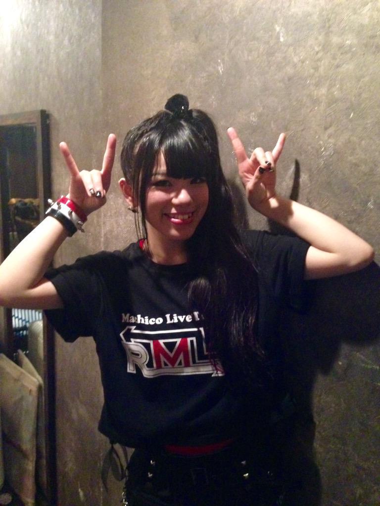 【#Machico】本日Machico Live Tour 「-RML-」@下北沢GARDEN終了〜!盛り上がりで熱気が凄く開演早々上着を脱ぎました(笑)。本当にありがとうございました〜!! 終演後楽屋でパチリ☆ サラバダ!!! http://t.co/cI3RWFdIFc