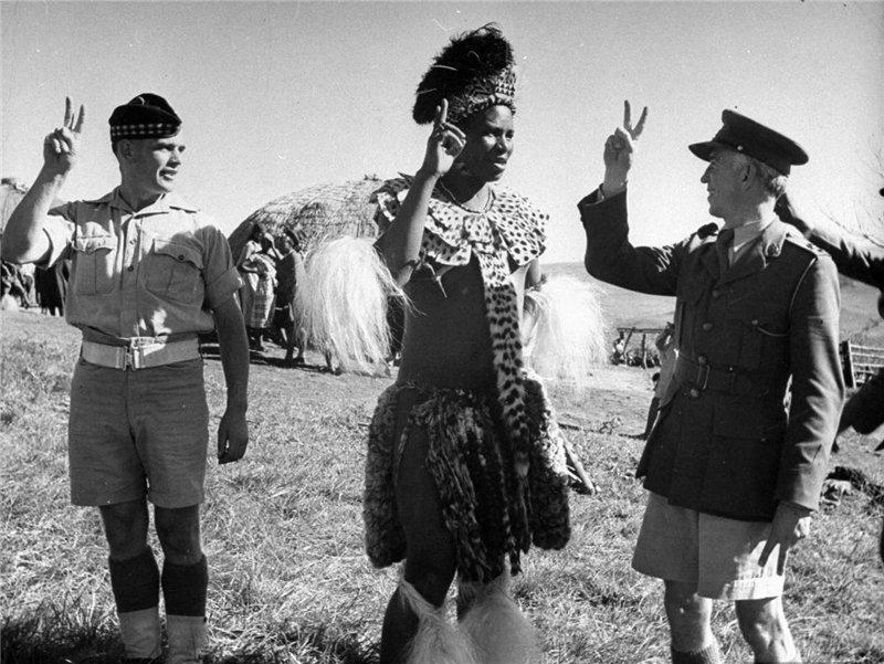Вождь зулусов в присутствии южноафриканских офицеров объявляет войну Германии http://t.co/FI376UndCZ