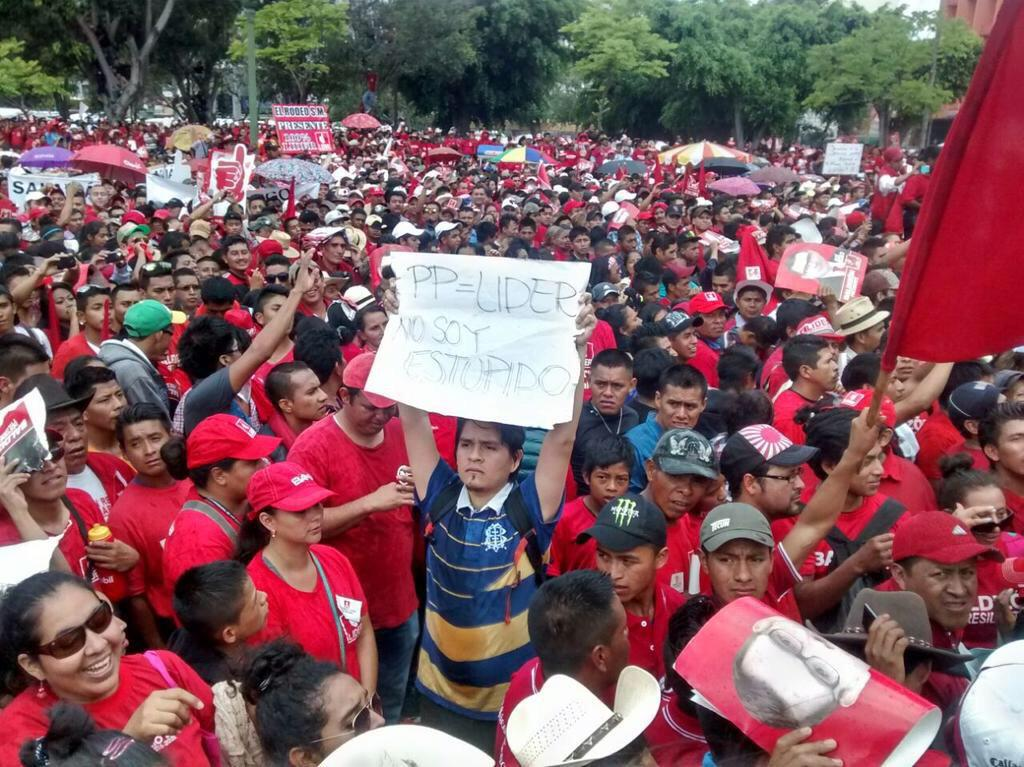 La seguridad del partido Líder sacó a Fausto Rosales del parque, apoyemos compartiendo esta imagen! #NoLeToca http://t.co/DTcEwOav53