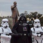 今日は5月4日。May the 4TH be with you. #DarthVader #Stormtrooper http://t.co/0dEKR8tKqW http://t.co/eZHPhv8KL9