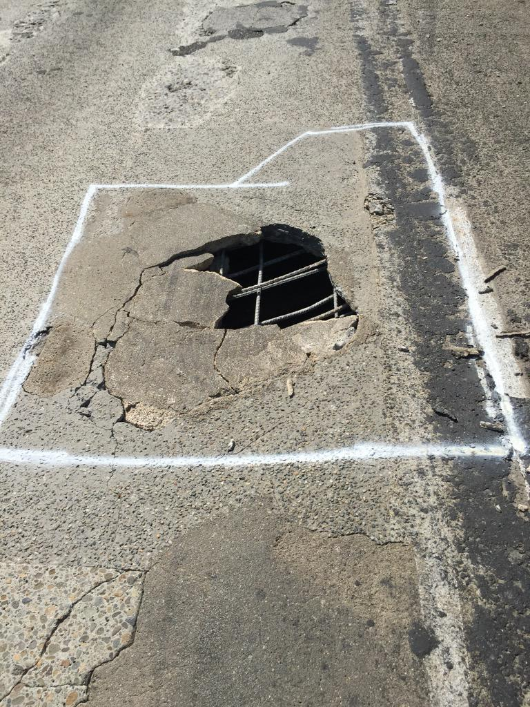 Expect delays I-84 WB in Troutdale until Tues due to this hole that forced us to close the right lane #pdxtraffic http://t.co/jE4mP6iKZv