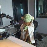 スターウォーズな9時間STARTしました! スタジオにはヨーダが来てくれてます!#jwave http://t.co/ydg2iCMPcp