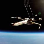 スター・ウォーズファン、Xウィングを宇宙へと飛ばす http://t.co/kXvWClT5GQ #C3PO #R2D2 #starwarsday http://t.co/GKMhhDLRgk