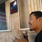 Husaini @husainiende bertanya soal kasus Adnan Buyung Nasution dg http://t.co/2bhEinelgf soal pencemaran nama baik. http://t.co/w3L7l1uxbQ