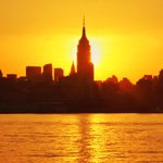 Sunrise behind the @EmpireStateBldg this morning. #NYC #TODAYSunrise http://t.co/7FLoAQMqbp