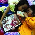 [#AlbumKosmo] Nur Firuza Amira Fairuz Nizam,7, menemani Nur Firuza Aqila,4, di rumah mereka hari ini. #MyviFamilia http://t.co/7rcuOViPCk