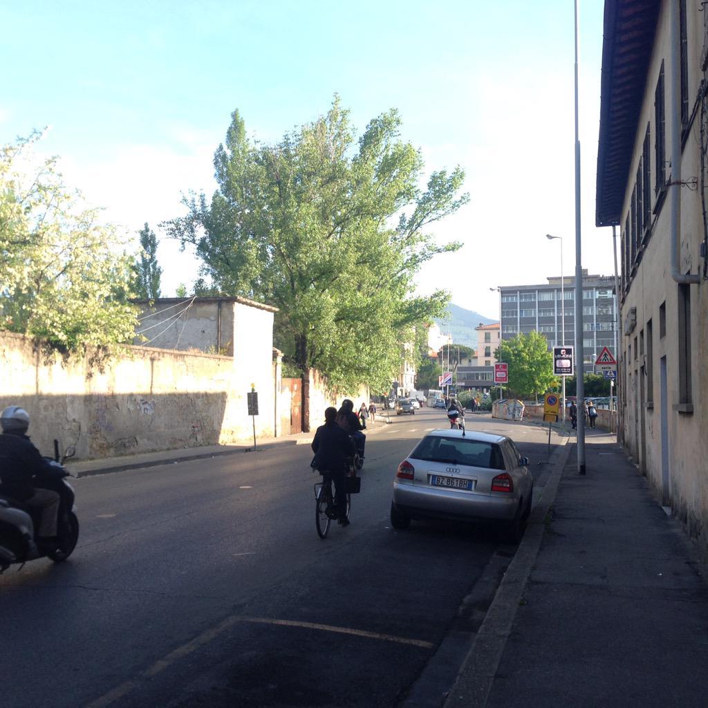 """RT @NiccoloBianco: divieti celso/alderotti! Migliorerà il traffico?ma ora dove parcheggiamo? @Lavori_Tram_Fi @ferraro_filippo #tramvia http…<a target=""""_blank"""" href=""""http://t.co/AbT9UpEjPZ""""><br><b>Vai a Twitter<b></a>"""