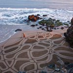 """RT @9GAG: """"An artist who uses the beach as his canvas... now this is art!"""" http://t.co/Ylju7EHXyB #BeachLove"""