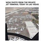 Нөгөө алдарт зодооныг үзэхээр ирсэн баячуудын онгоц ингэж түгжирсэн гэнэ дээ http://t.co/HqoMD8mgQc