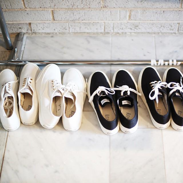 Black or white? Like @StylePxShop get your pair of #maisonkitsune sneakers for the summer! http://t.co/gQrIPodYVJ http://t.co/hnwzKuJ1gd