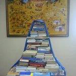 #Book_challenge аянд ЭГУЦС-ын хамт олон идэвхитэй нэгдэж 800 ном хандивлалаа. Номын цагаан буян дэлгэрэх болтугай ;-) http://t.co/7KP6icx0xJ