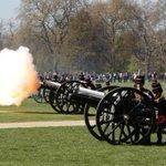 A 41 Royal Gun Salute for a Royal Princess in #HydePark http://t.co/2tsFXKfoaR http://t.co/WWkRtnK3hu