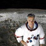 Muere el periodista Jesús Hermida, un histórico de la televisión. Retransmitió la llegada del hombre a la luna. http://t.co/2nYNQnl57S