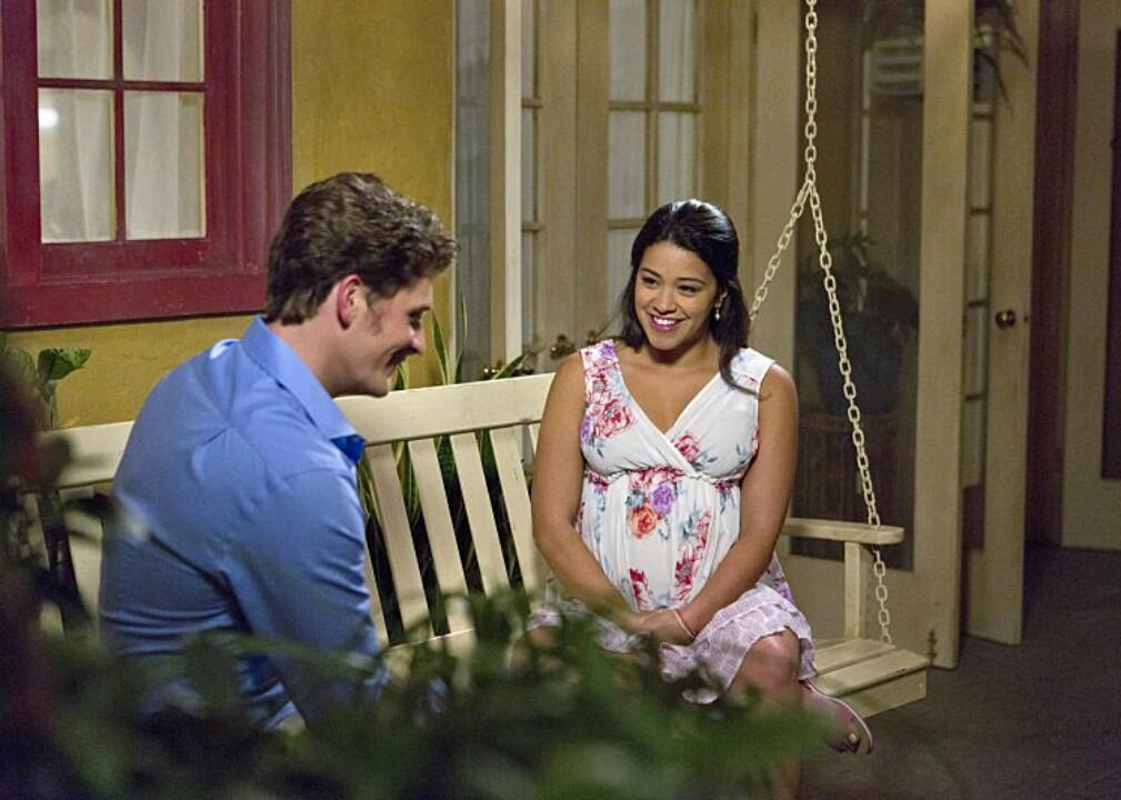 Jane and Michael sitting in a tree... err... a bench. Ah, never mind. New #JaneTheVirgin tonight at 9/8c! http://t.co/2U0zzxtZtC
