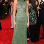 """""""@eonline: Can we talk about how stunning Kendall Jenner looks at the #MetGala?! http://t.co/dXGg9Jl5ir http://t.co/huRhAgDQWg""""😍😍😍OMG"""