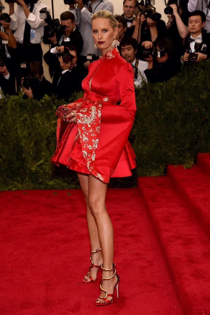 Never would I have thought this was @TommyHilfiger, Karolina Kurkova stuns at the #METGala http://t.co/HQJWRzcaSX