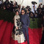 #LennyKravitz and #LisaBonnet at the #MetGala for #ChinaLookingGlass http://t.co/jzOCgUWAx4
