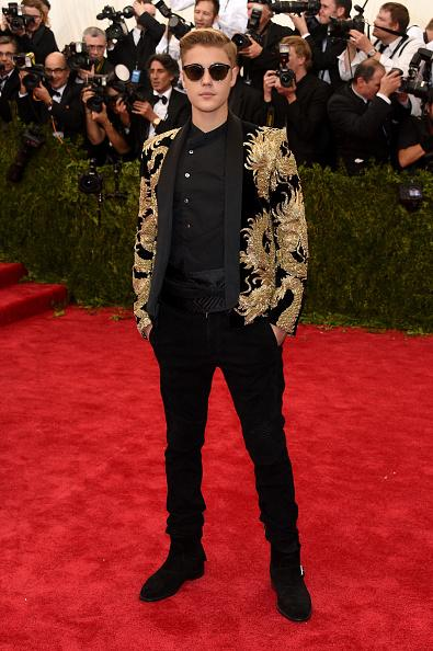 Well, this could be awkward. http://t.co/QgpCpglY8G #MetGala #MetBall #MetGala2015 http://t.co/62vcsp5LTq