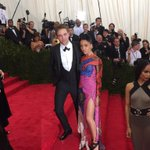 Couple #RobertPattinson and @FKAtwigs at tonights #MetGala. #ChinaLookingGlass #FKAtwigs http://t.co/n4Uuyik9ZY