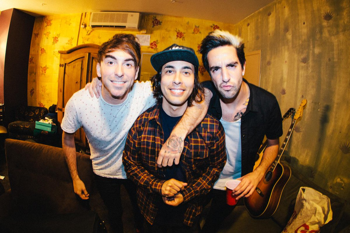 The 3 amigos @alextimelow @piercethevic @jackalltimelow. Pre @alltimelow show #LA. Photo By: @thomasfalcone. http://t.co/8HtY2C7Otn