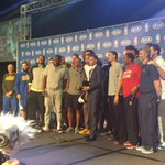 #KIAMVP @StephenCurry30 poses with his #Warriors teammates and coaching staff. http://t.co/mMta2qn75b