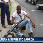 """Mientras que estudiantes le gritaban """"ladrón"""", el sujeto negaba la situación registrada en Ave. de la Paz. http://t.co/E49GqL3PZW"""