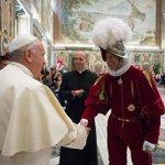 """#Mundo Papa pide que recen por él y se confiesa """"un poco anciano y enfermo"""" http://t.co/Ec67EbjZmo http://t.co/bmxvCcX9XX"""