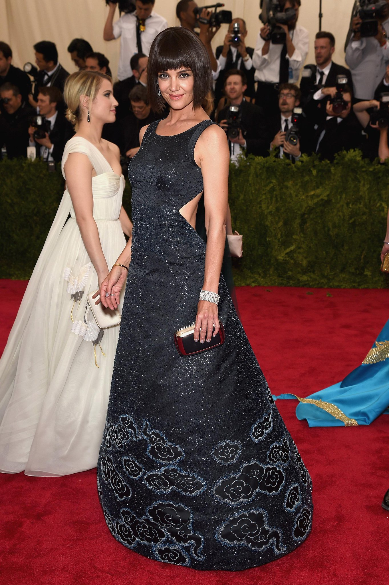 Breathe, everyone. We just got confirmation that Katie Holmes did NOT cut her hair. it's a wig. #MetGala http://t.co/Q6siD0IHIt