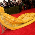 .@rihanna is the only person at the #MetGala who fully got this years theme. http://t.co/3F8VWfUL59 http://t.co/n2kgetuzhT