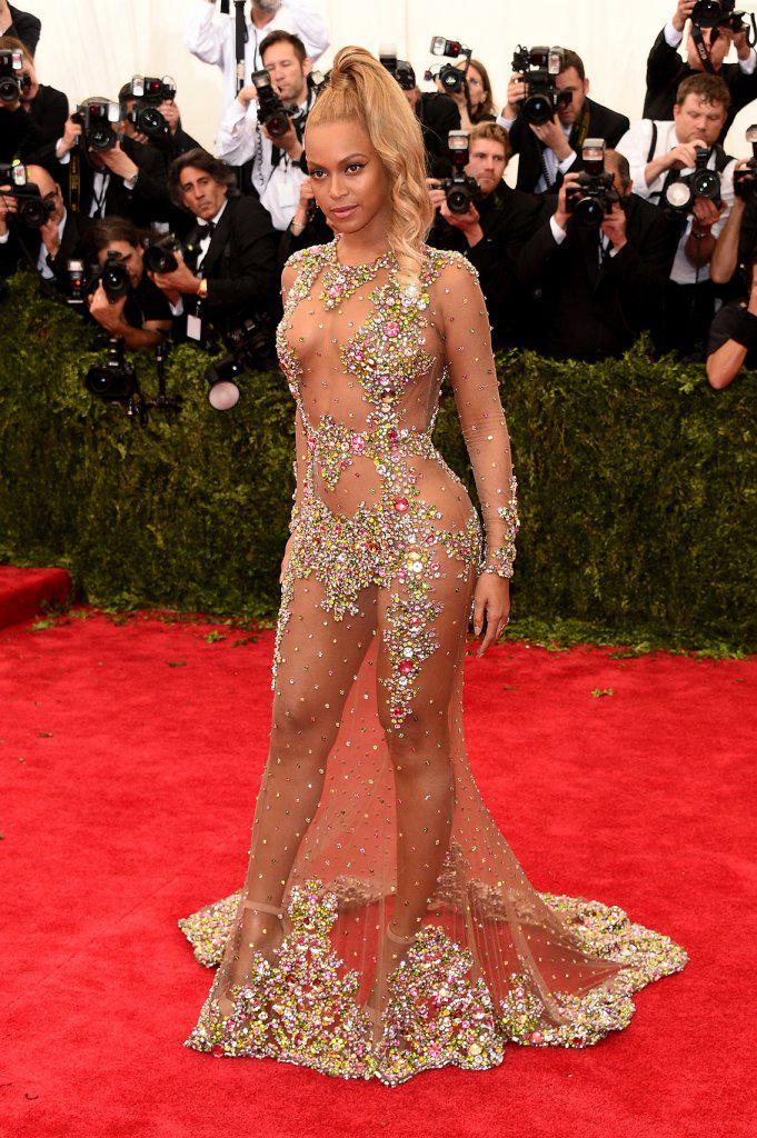 Прозрачные вечерние платья