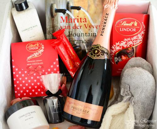 "Share your ""me-time"" moment & you can win this fab @LindtSA #LindorMOMents hamper! Enter here http://t.co/eT1DhGeIzV http://t.co/nKQlLPqHwZ"