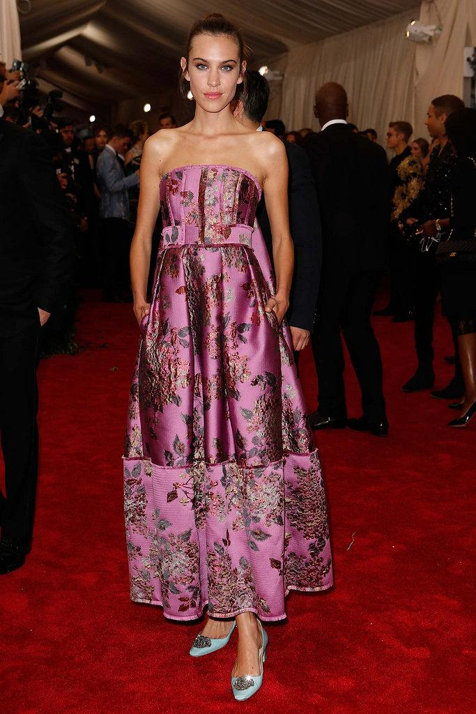 Alexa Chung looking beautiful in custom ERDEM to attend the #MetGala2015 #wearingerdem @alexa_chung http://t.co/NYz3ofR74A