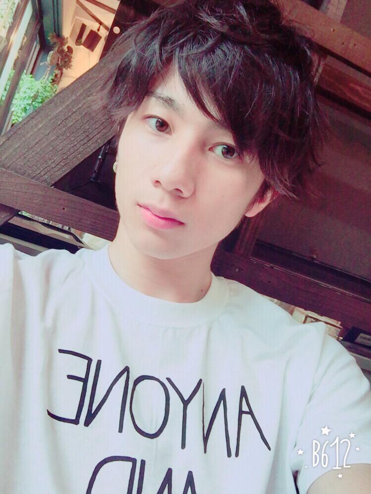 """@tanaka_riku: ~自己紹介~ 〇1997.5.23.(17) 〇XOXの紫"