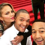 @Trevornoah: There R 3 people in this pic- 1 is very beautiful, 1 is a Legend & one is loved dearly by their mother. http://t.co/ln3yDjzAiY