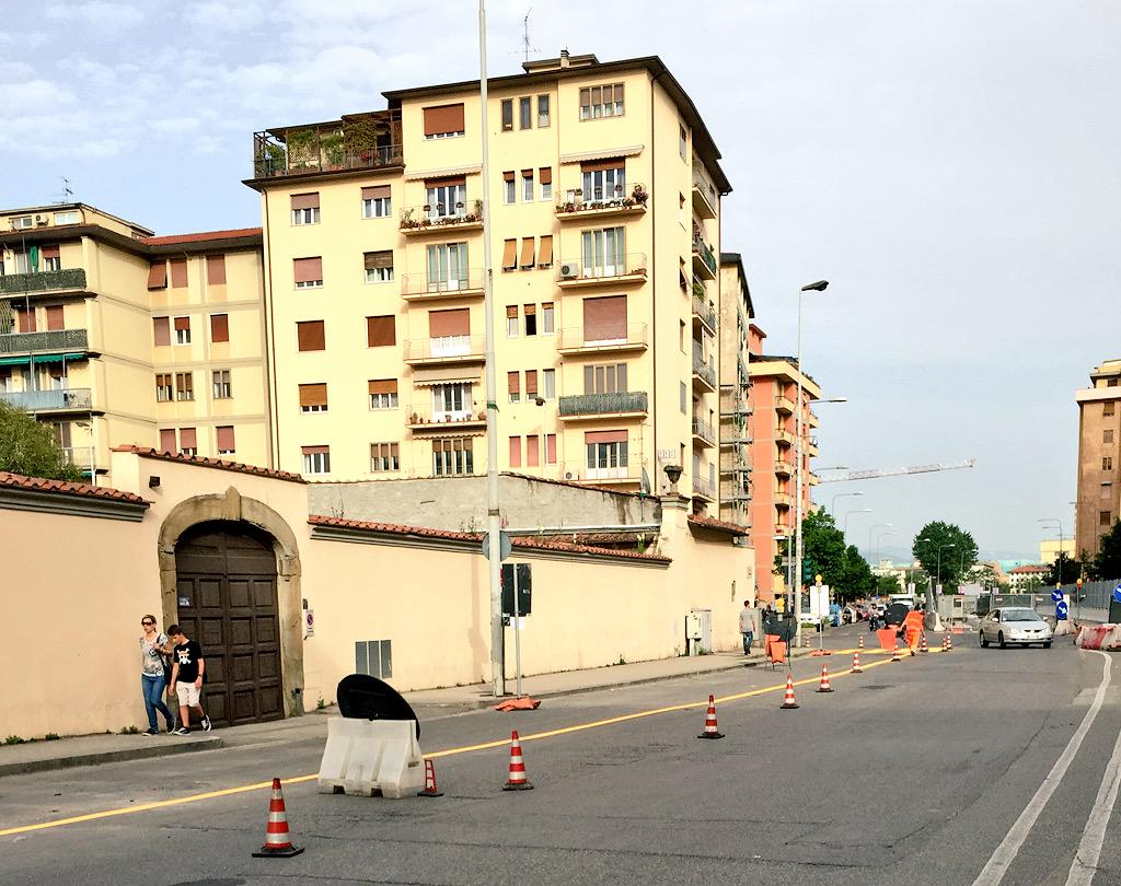 "RT @ferraro_filippo: #Tramvia #Linea2 Cantiere A2.2 via di Novoli (Poste): allestimento in corso. http://t.co/9JQrqpBNCK<a target=""_blank"" href=""http://t.co/9JQrqpBNCK""><br><b>Vai a Twitter<b></a>"