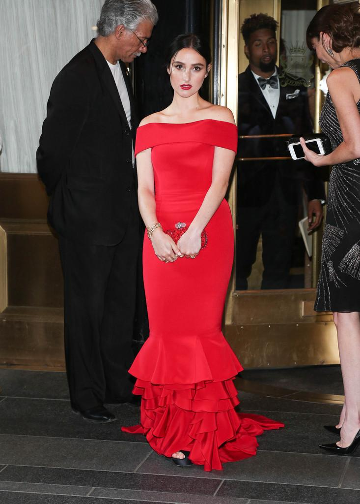 Banks Wore A Custom Scarlet Hm Hmusa Gown Last Night For The