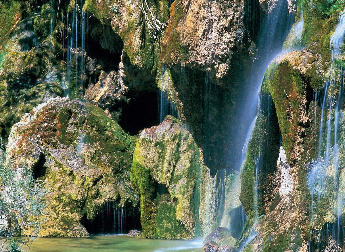 """@spain: Nacimiento de Río Cuervo. Vega del Codorno, Cuenca http://t.co/DjiQCwJD3b @SitiosdeEspana #spain #visitspain http://t.co/KxoWRvGKD4"
